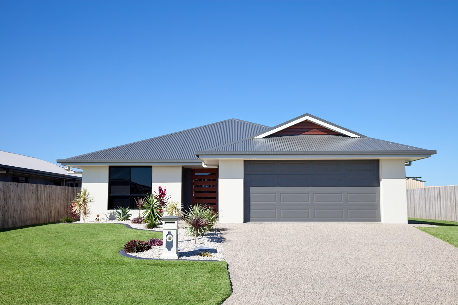 front of home with driveway and landscaped lawn
